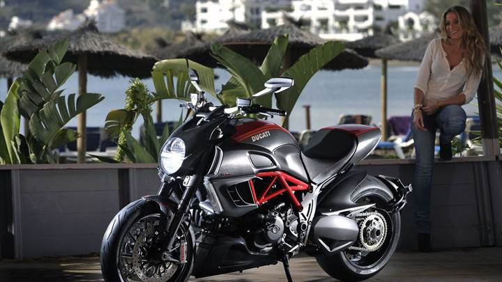 2012 Ducati Diavel In Black Side Pose