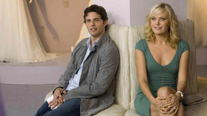 27 Dresses – James Marsden And Malin Akerman Sitting Pose