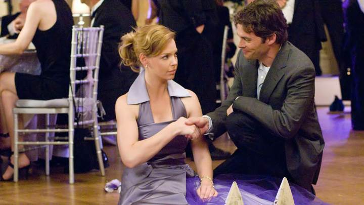 27 Dresses – Katherine Heigl And James Marsden Shaking Hands Sitting Pose