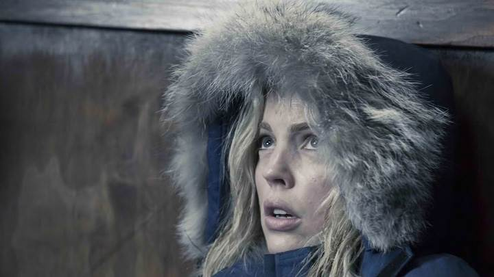 30 Days Of Night – Melissa George Sitting In Furr Jacket