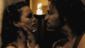 300 – Lena Headey And Dominic West Looking Each Other