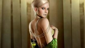 3d Girl Looking Back N Side Pose In Green Dress