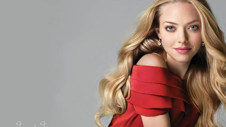 Amanda Seyfried In Red Dress Cute Pose