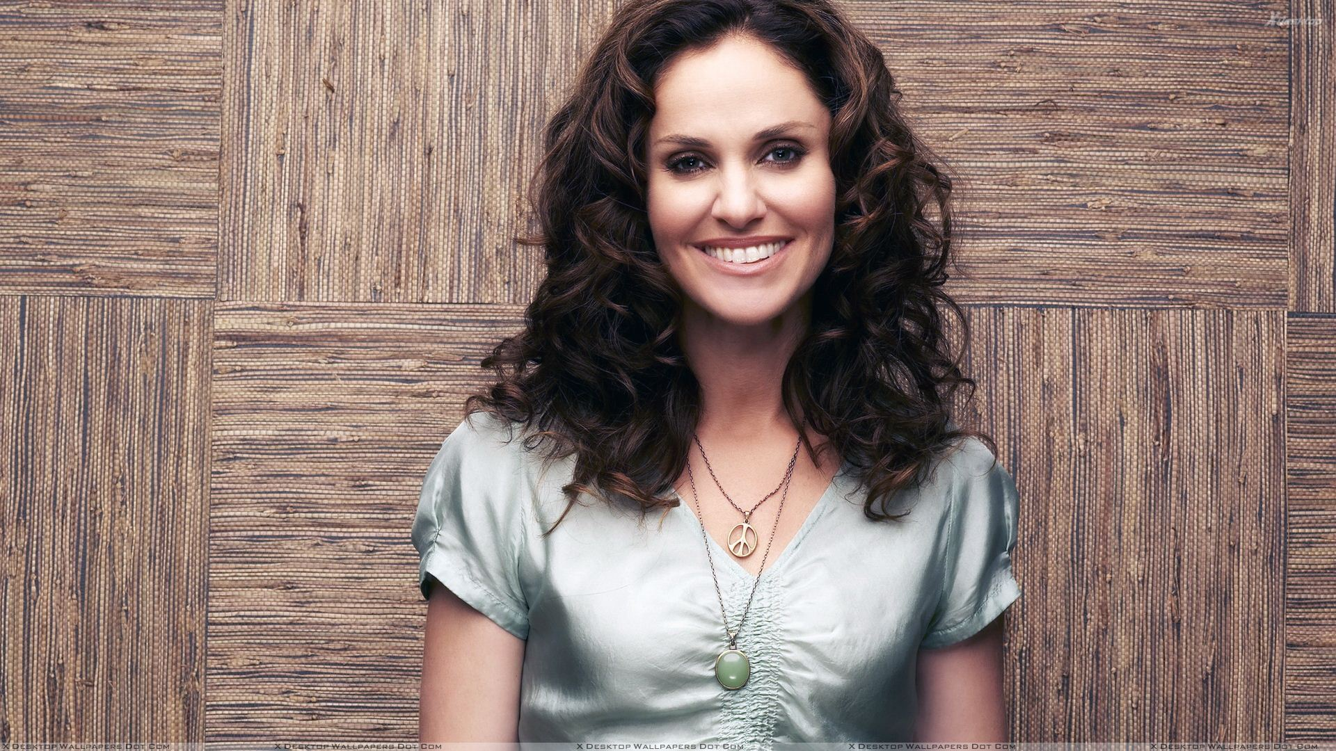 Amy Brenneman Cute Smiling Face Looking Front Photoshoot