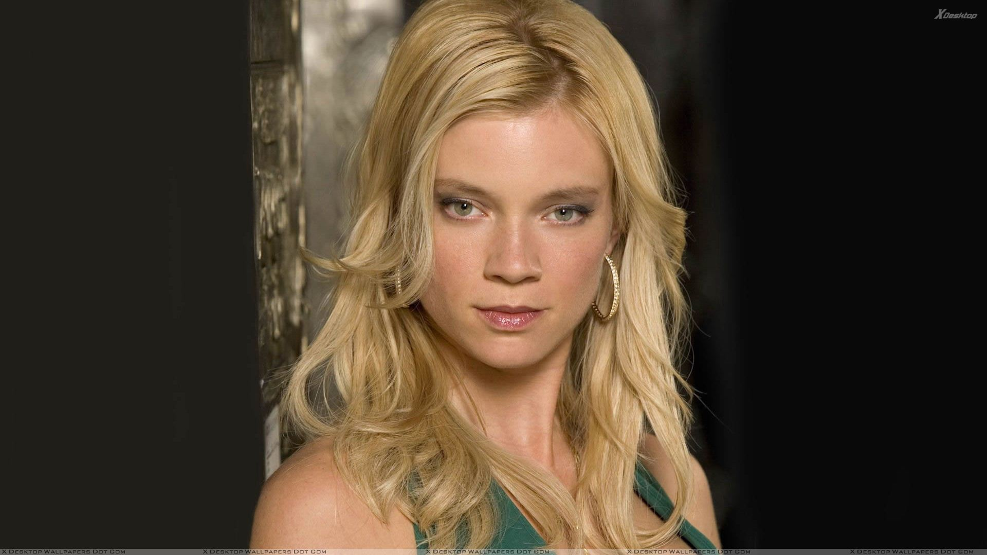 Amy Smart Looking At Camera N Golden Hairs Photoshoot