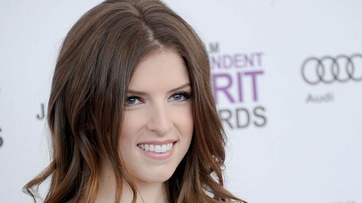 Anna Kendrick Smiling Face At Independent Spirit Awards