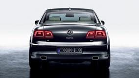 Back Pose Of 2011 Volkswagen Phaeton In Grey
