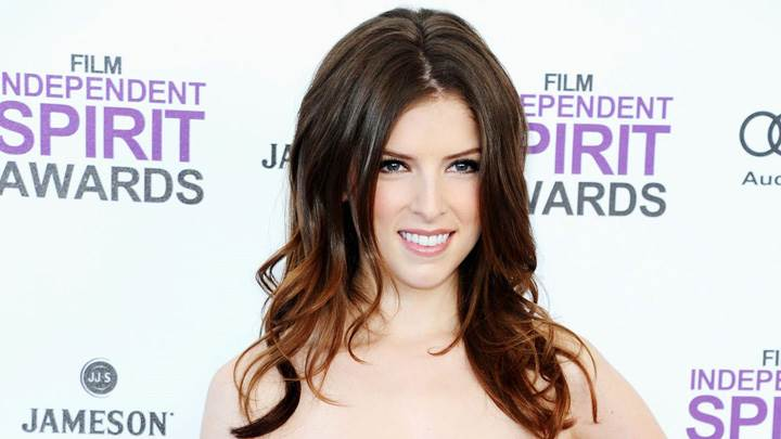 Beautiful Smiling Pose Of Anna Kendrick At Independent Spirit Awards