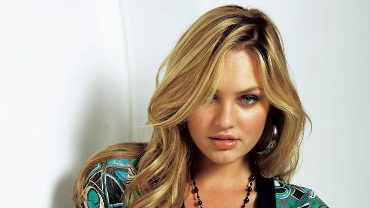 Candice Swanepoel Looking At Camera In Designing Top