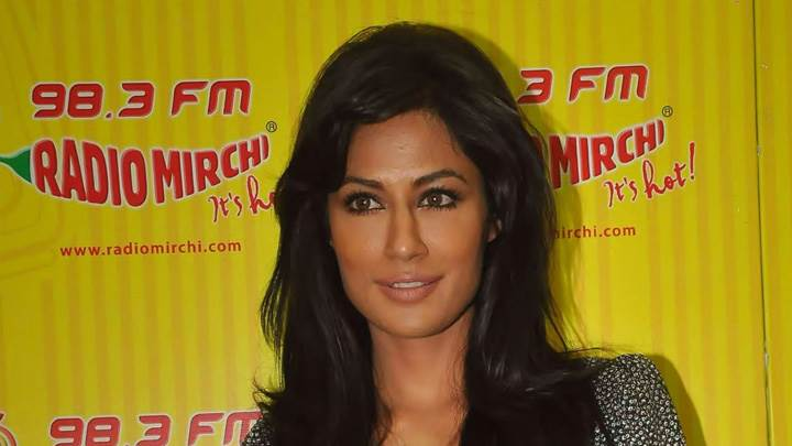 Chitrangada Singh Smiling Photoshoot At 98.3 Fm Event