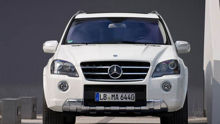 Front Pose Of 2010 Mercedes Benz Ml 63 Amg Facelift In White Wallpaper