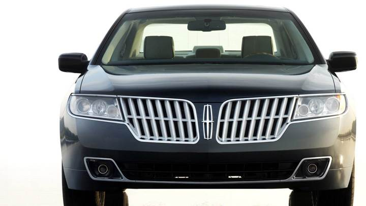 Front Top Of 2010 Lincoln MKZ In Black