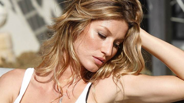Gisele Bundchen Side Face Photoshoot