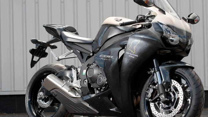 Honda CBR100RR Fireblades Special Edition In Black Side Pose