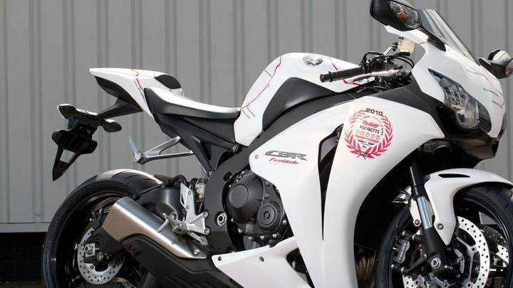 Honda CBR100RR Fireblades Special Edition In White Side Pose