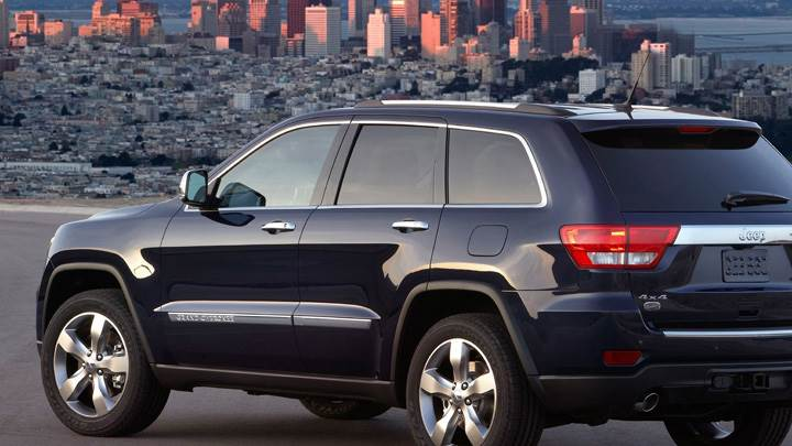 Jeep Grand Cherokee 2011 Back Side Pose In Black