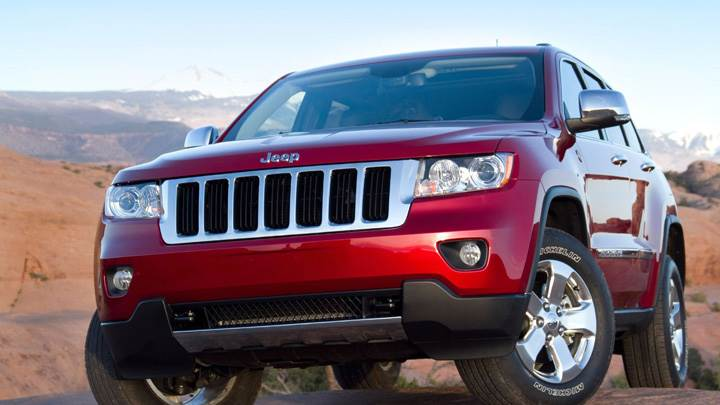 Jeep Grand Cherokee 2011 In Red Front HeadLight Pose