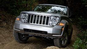 Jeep Liberty Limited 2008 Front Pose In Silver In Forest