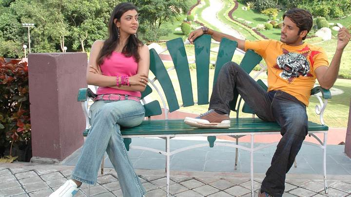 Kajal Aggarwal And Nitin Sitting On Seater In Park – Aatadista