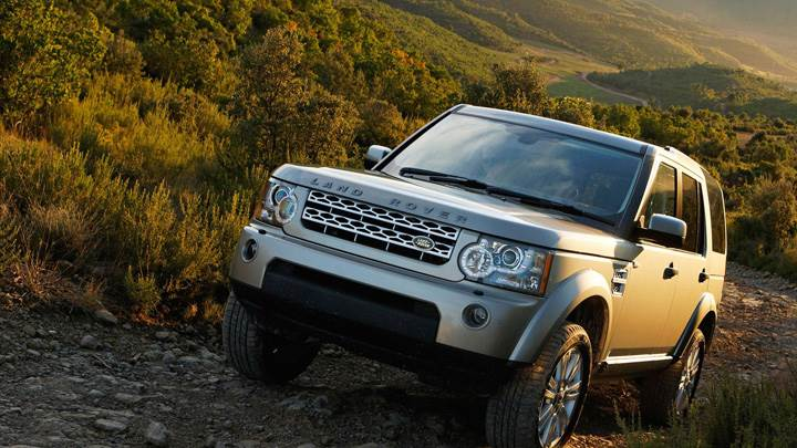 Land Rover Discovery 2010 Front Pose Near Valley