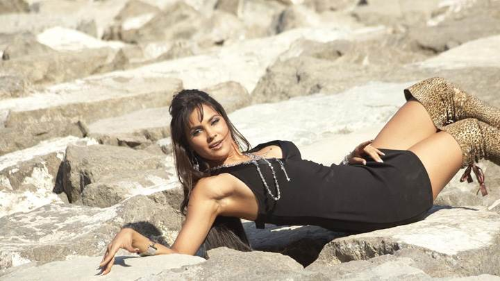 Lara Dutta Laying On Stones – Do Knot Disturb