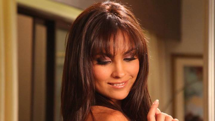 Lara Dutta Smiling Face – Do Knot Disturb