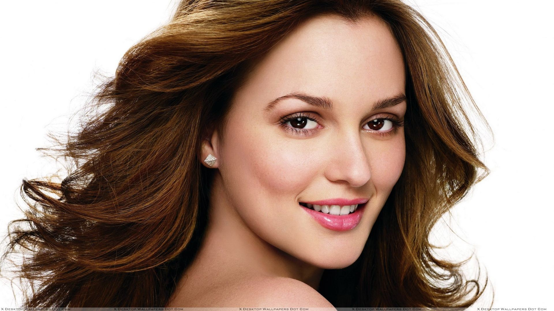 Leighton Meester Cute Smiling Face Closeup