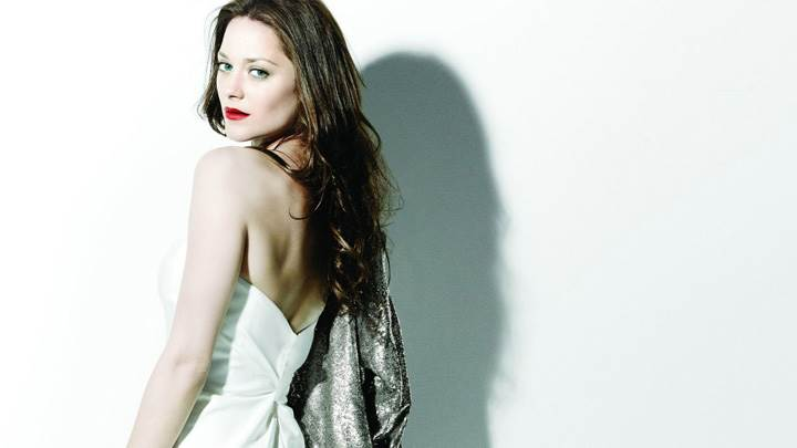 Marion Cotillard Red Lips Looking Back In White Dress