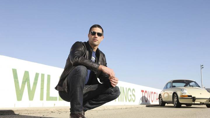 Matthew Fox Sitting Pose On Road In Black Jacket