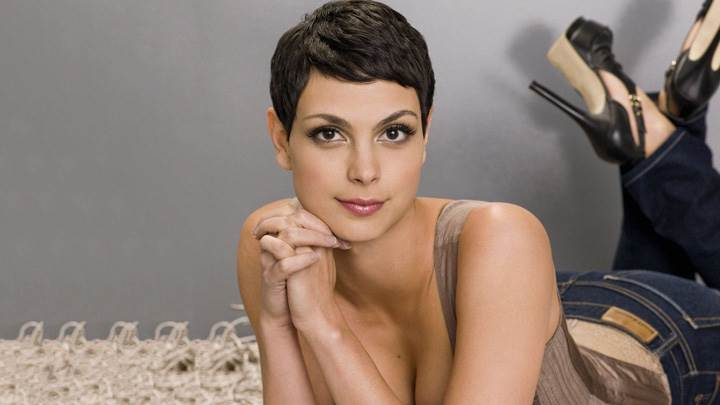 Morena Baccarin In Top N Jeans Laying Pose Photoshoot