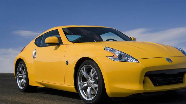 Nissan 370Z In Yellow Front Side Pose