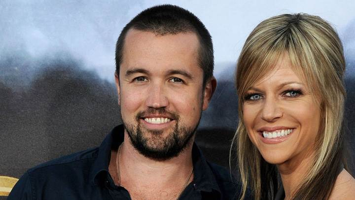 Rob Mcelhenney And Kaitlin Olson Smiling Photoshoot