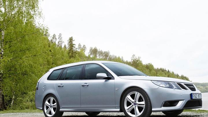 Saab 9-3 Aero SportCombi Side Pose Near Sea Side