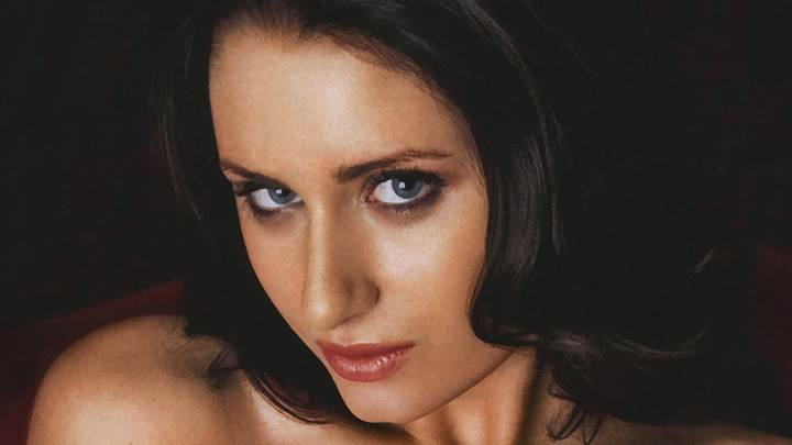 Sammy Braddy Cute Eyes Looking At Camera Photoshoot