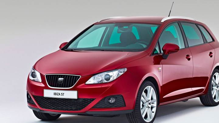 Seat Ibiza ST In Red Front Pose