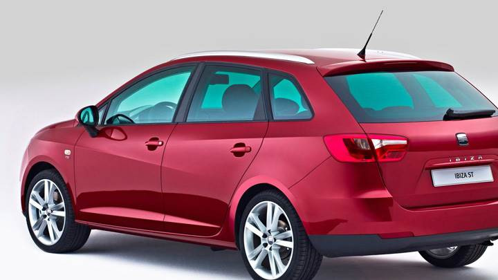 Seat Ibiza ST Side Back Pose In Red