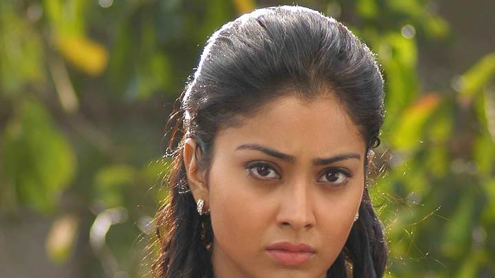 Shriya Saran Looking Font Angry Face Closeup