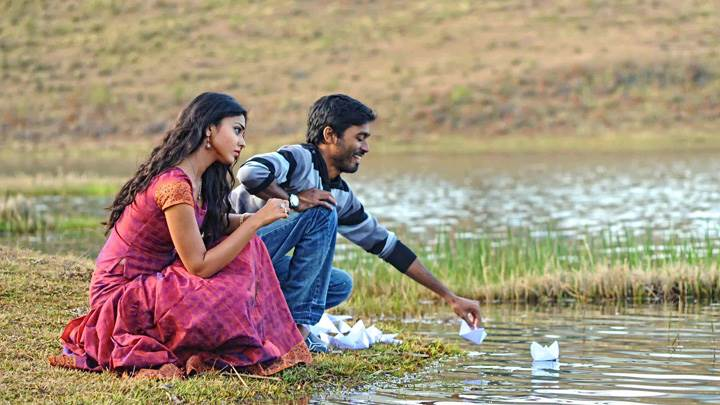 Shriya Saran N Dhanush Sitting N Putting Paper Boats In River