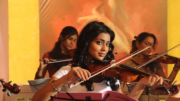 Shriya Saran Smiling N Performing Guitar