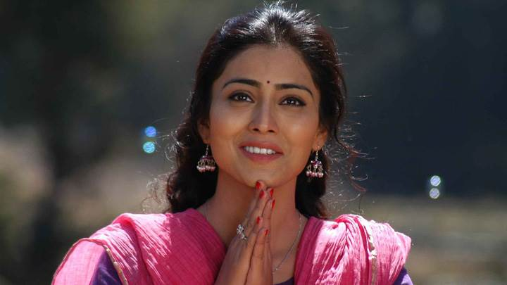 Shriya Saran Smiling N Saying Namaste In Kutty Movie