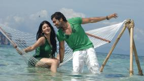 Shruti Haasan And Surya In Green Dress – 7aum Arivu Movie