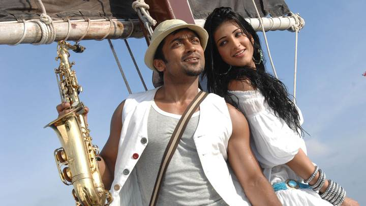 Shruti Haasan And Surya In White Dress – 7aum Arivu Movie