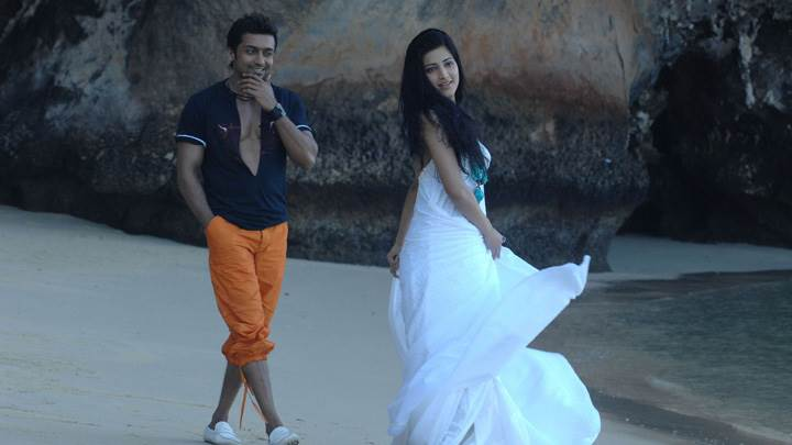 Shruti Haasan In White Long Dress And Surya – 7aum Arivu Movie