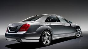 Side Back Pose Of 2009 Mercedes-Benz S500 In Grey
