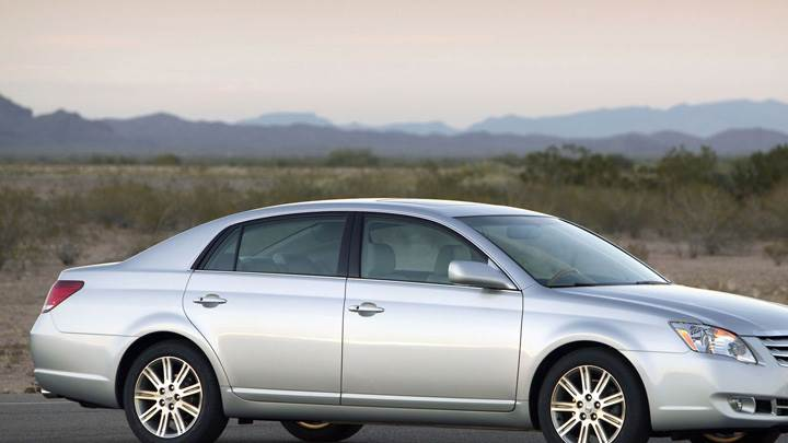 Side Pose Of 2009 Toyota Avalon In Silver Near Mountains
