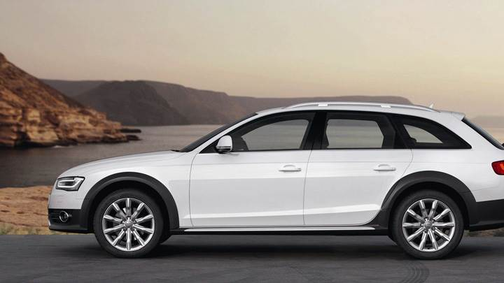 Side Pose Of Audi A4 Allroad Quattro 2013 In White