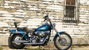 Side Pose Of Harley-Davidson FXDC Dyna In Blue