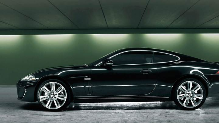 Side Pose Of Jaguar XKR 2010 In Black