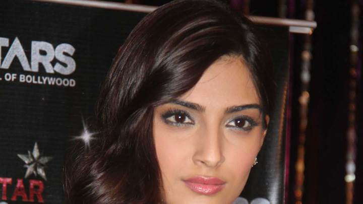 Sonam Kapoor Cute Eyes Face Closeup At Utv Press Meet