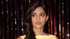 Sonam Kapoor Pink Lips At Utv Press Meet